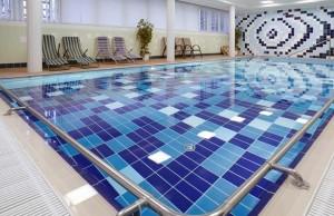 Kuren in Tschechien: Schwimmbad im Kurhotel Imperial in Franzensbad Frantiskovy Lázne