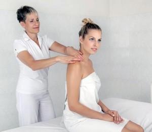 Kuren in Tschechien: Massage im Kurhotel Imperial in Franzensbad Frantiskovy Lázne