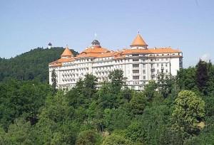 Kuren in Tschechien: Außenansicht vom Hotel Imperial in Karlsbad Karlovy Vary