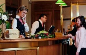 Kuren in Tschechien: Rezeption des Hotel Imperial in Karlsbad Karlovy Vary