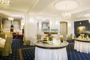 Kuren in Tschechien: Speiseraum für Suitegäste im Hotel Imperial in Karlsbad Karlovy Vary