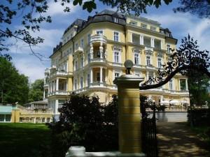 Kuren in Tschechien: Außenbereich vom Kurhotel Imperial in Franzensbad Frantiskovy Lázne