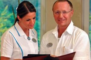 Kuren in Tschechien: Ärztliches Personal im Hotel Imperial in Karlsbad (Karlovy Vary)