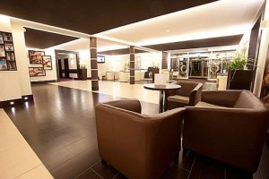 Kuren in Polen: Lobby im Rehabilitions- und Erholungszentrum Jantar in Dziwnowek Wald Ostsee