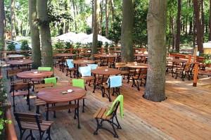 Kuren in Polen: Außenterrasse vom Hotel Kaisers Garten in Swinemünde