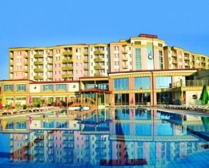 Kuren in Ungarn: Blick auf das Hotel Karos SPA in Zalakaros