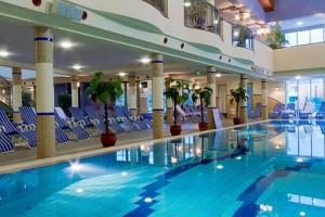 Kuren in Ungarn: Hallenschwimmbad des Hotel Karos SPA in Zalakaros