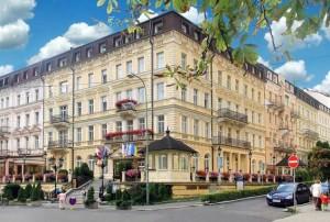 Kuren in Tschechien: Außenansicht vom Kurhaus Kriván in Karlsbad Karlovy Vary Westböhmen