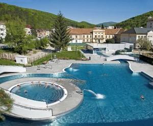 Kuren in der Slowakei: Außenthermalschwimmbad Grand - Kurhaus Krym - Trencianske Teplice