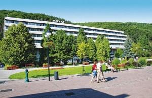 Kuren in der Slowakei: Blick auf das Kurhaus Krym in Trencianske Teplice