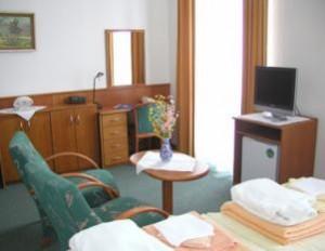 Kuren in Tschechien: Wohnbeispiel im Kurhaus Kijev in Franzensbad (Frantiskovy Lázne)