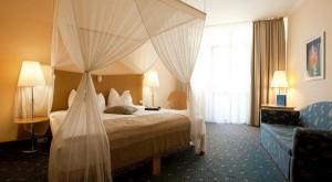Kuren in Ungarn: Zimmeransicht des Lotus Therme Hotel und Spa in Heviz