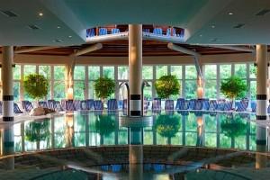 Kuren in Ungarn: Schwimmbad des Lotus Therme Hotel und Spa in Heviz