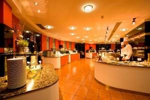 Kuren in Ungarn: Bufett im Lotus Therme Hotel und Spa in Heviz