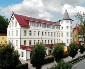 Kuren in Polen: Außenansicht des Hotel Magnolia 1 in Bad Flinsberg Swieradów Zdrój Isergebirge