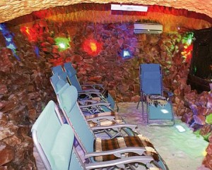 Kuren in Polen: Salzgrotte im Hotel Magnolia 1 in Bad Flinsberg Swieradów Zdrój Isergebirge