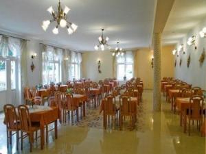 Kuren in Polen: Speisesaal im Hotel Magnolia 3 in Bad Flinsberg Swieradów Zdrój Isergebirge