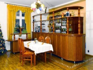 Kuren in Polen: Bar im Hotel Magnolia 3 in Bad Flinsberg Swieradów Zdrój Isergebirge