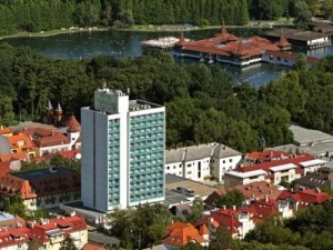 Kuren in Ungarn: Blick auf das Hunguest Hotel Panorama in Héviz