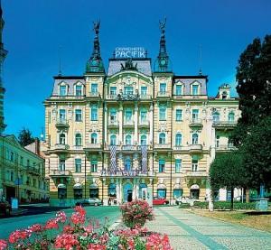 Kuren in Tschechien: Außenansicht vom Danubius Health Spa Resort Grandhotel Pacifik in Marienbad Mariánské Lázně