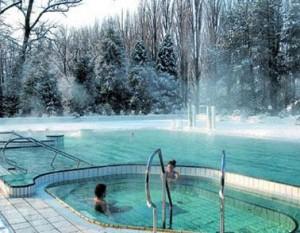 Kuren in der Slowakei: Außenbecken im Winter - Kurkomplex Spa Hotel Grand Splendid in Piestany Pistyan