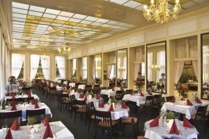 Kuren in Tschechien: Speisesaal des Kurhotel Pawlik in Franzensbad Frantiskovy Lázne