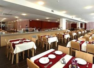 Kuren in der Slowakei: Speisesaal im Kurhaus Pax in Trencianske Teplice