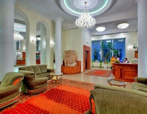 Kuren in Polen: Lobby des Hotel Polaris 2 in Swinemünde Swinoujscie