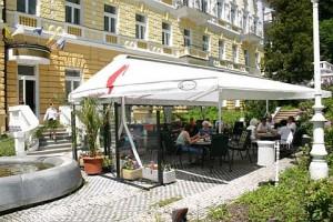 Kuren in Tschechien: Sommerterrasse im Hotel Reitenberger in Marienbad Marianske Lazne