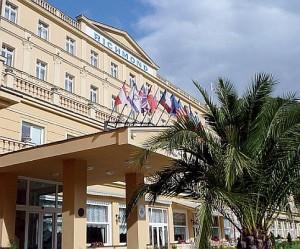 Kuren in Tschechien: Eingang vom Parkhotel Richmond in Karlsbad Karlovy Vary