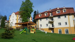 Kuren in Polen: Ansicht des Kurhotel Sanus in Bad Flinsberg Swieradow Zdroj Isergebirge
