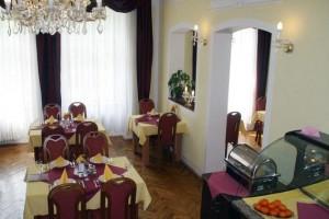 Kuren in Tschechien: Speiseraum im Kurhaus Sevilla in Franzensbad Frantiskovy Lazne