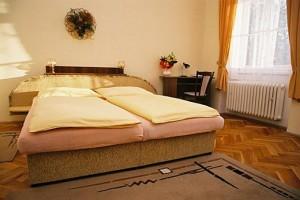 Kuren in Tschechien: Beispielzimmer des Kurhaus Sevilla in Franzensbad Frantiskovy Lazne
