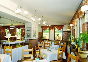 Kuren in Polen: Speisesaal des Hotel Swieradow in Bad Flinsberg Swieradów Zdrój Isergebirge