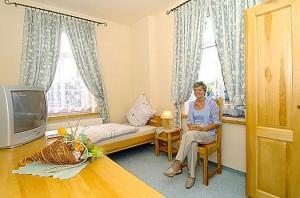 Kuren in Polen: Wohnbeispiel Einzelzimmer im Hotel Swieradow in Bad Flinsberg Swieradów Zdrój Isergebirge
