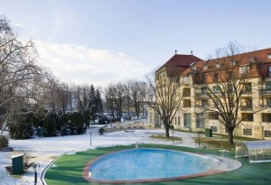 Kuren in der Slowakei: Thermalaußenpool im Winter - Kurhotel Thermia Palace in Piestany Pistyan