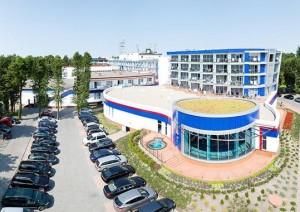 Kuren in Polen: Blick auf den alten Teil des Hotel Unitral in Mielno