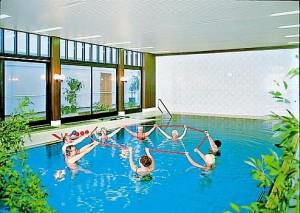 Kuren in Deutschland: Schwimmhalle im Dr. Wüsthofen Gesundheits-Resort in Bad Salzschlirf